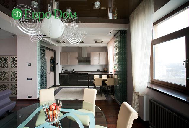 Кухня и столовая в коттедже