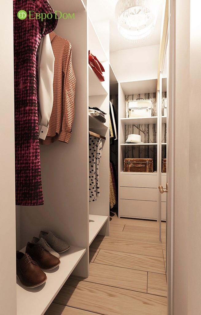 Интерьер гардеробной комнаты в прихожей в двухкомнатной квартире панельного дома