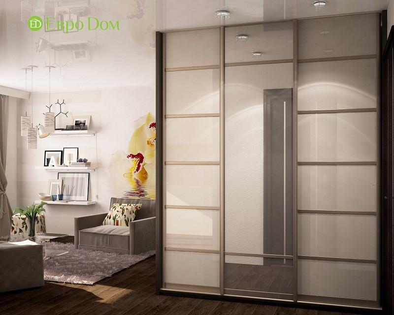 Вместительный шкаф-купе в интерьере однокомнатной квартиры 34,7 кв. м