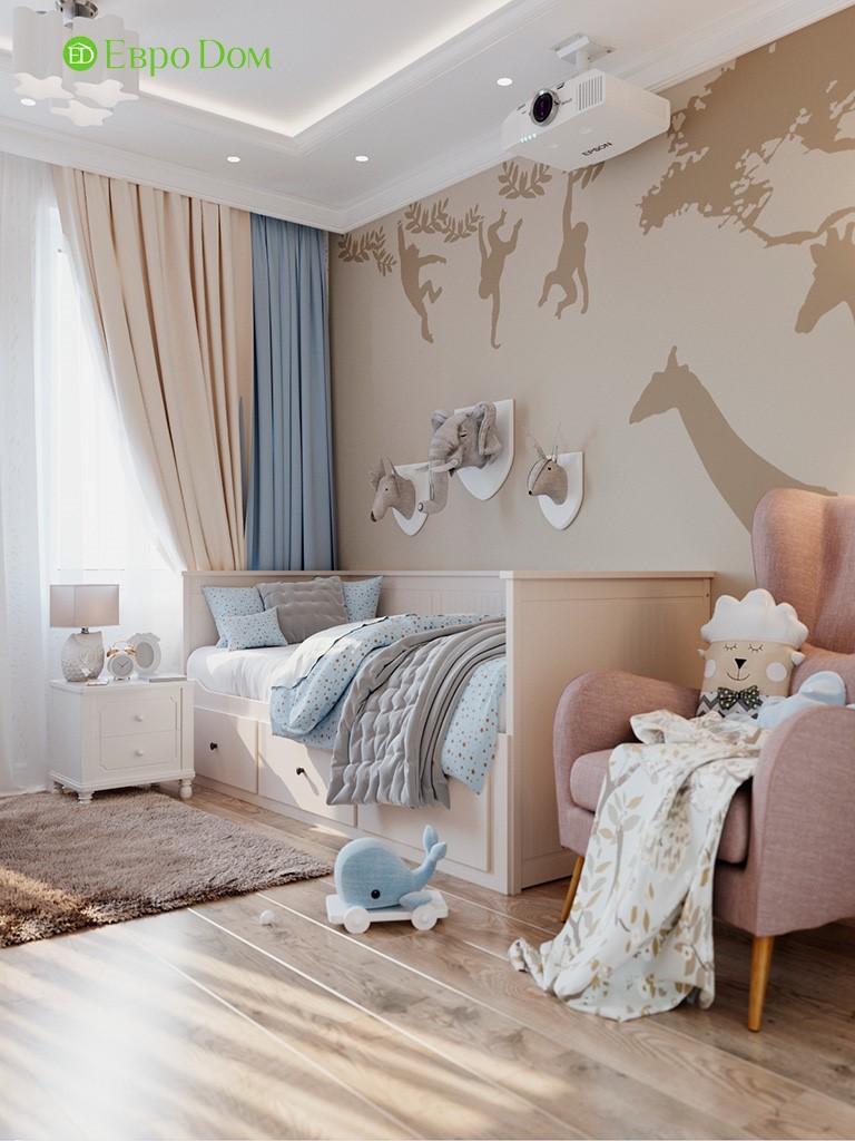 Интерьер бежево-голубой детской комнаты для девочки