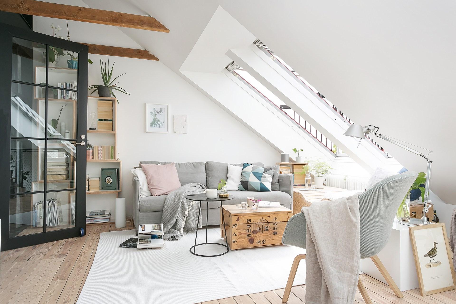 Дизайн квартиры в скандинавском стиле с серым диваном
