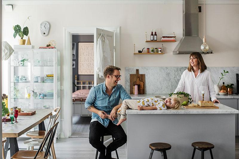 Кухня с островом в скандинавском стиле
