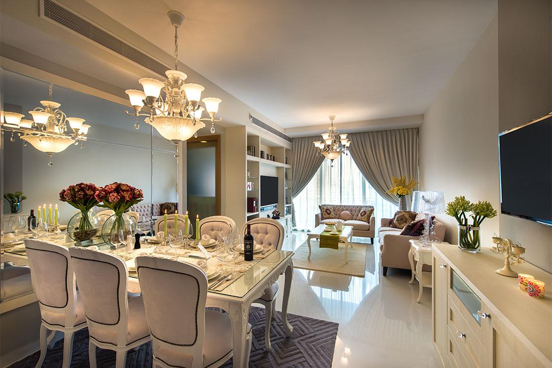 Английский стиль в дизайне интерьера маленькой квартиры в светлых тонах