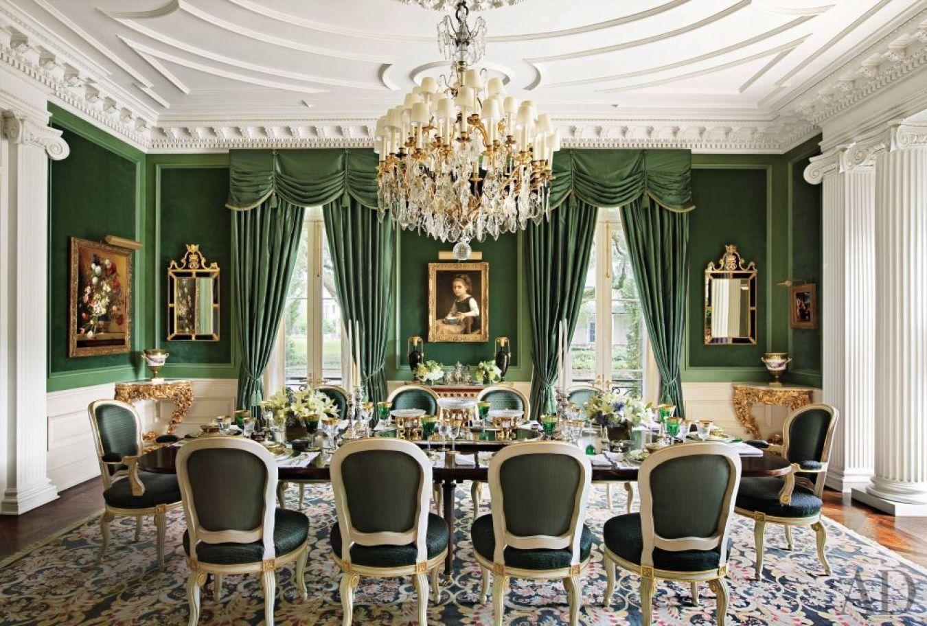 Интерьер столовой в изумрудном цвете в стиле дворцовой классики