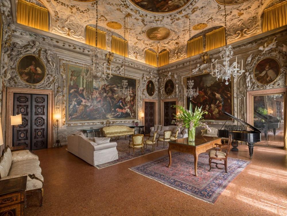 Дворцовый интерьер в венецианском палаццо в отеле