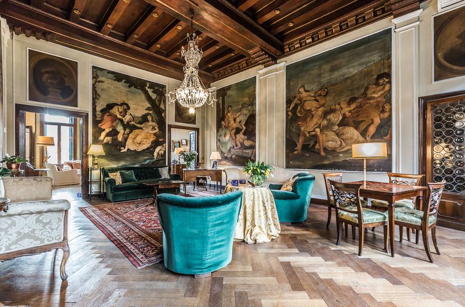 Интерьер гостиной в палаццо в Венеции 2019 года