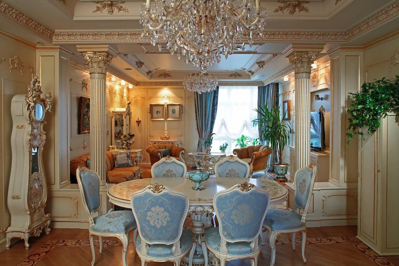 Интерьер загородного дома с ремонтом в дворцовом стиле: столовая