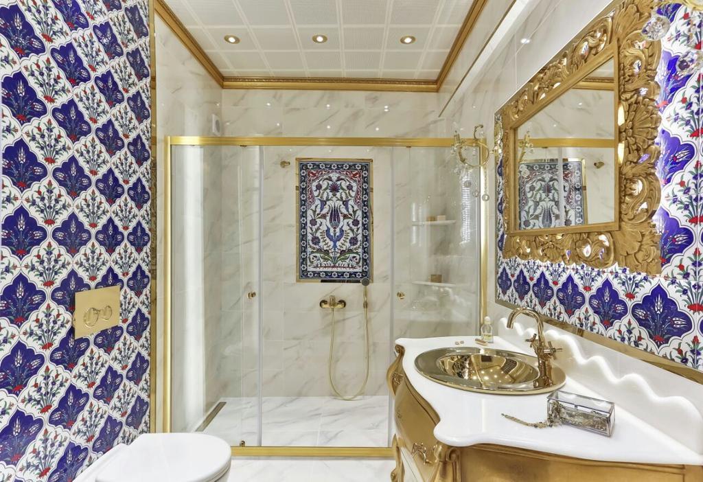 Ванная комната в средиземноморском