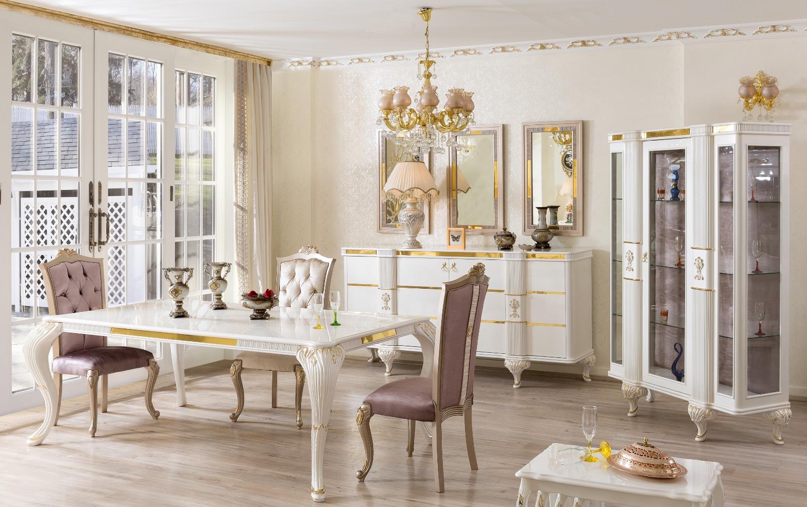 Столовая в дворцовом стиле в кремовом цвете
