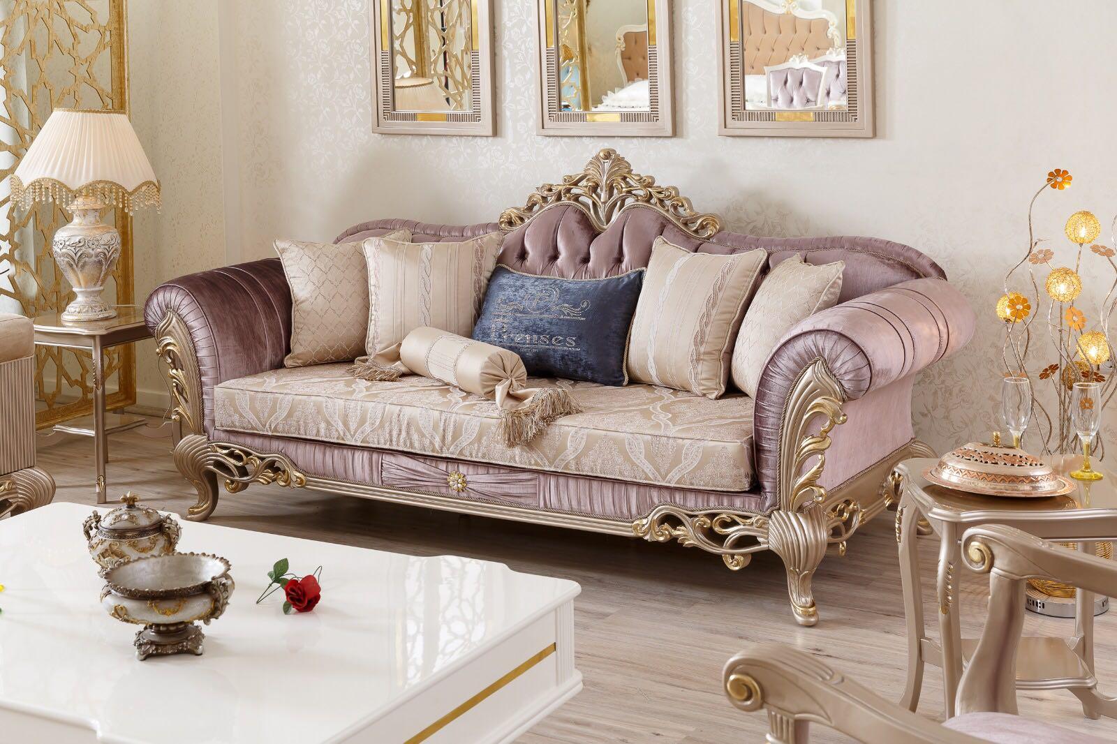 Диван в дворцовом стиле с каретной стяжкой сиреневого цвета