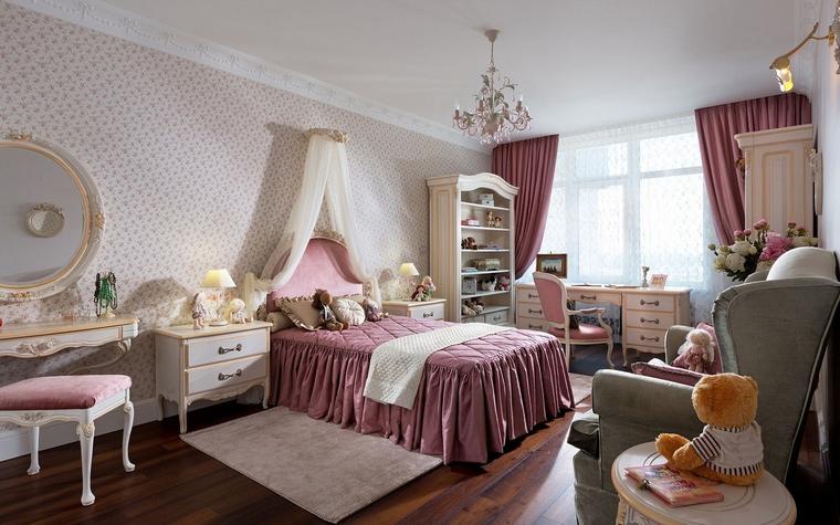 Спальня в стиле барокко в светлых тонах